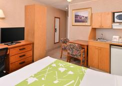 Econo Lodge Motel Village - Calgary - Bedroom