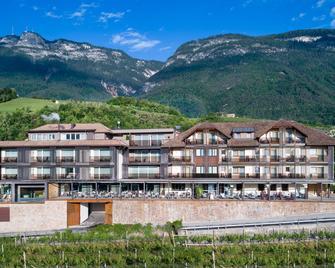 Hotel Christof - Appiano sulla Strada del Vino - Building