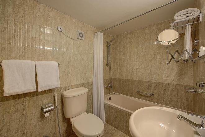 Palm Beach Hotel - Dubai - Bathroom