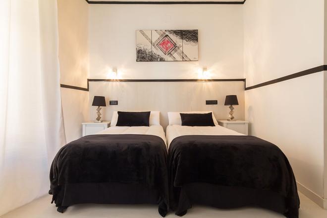 Hostal Gran Via 63 Rooms - Madrid - Bedroom