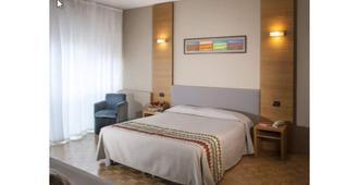 Hotel Clarici - ספולטו - חדר שינה