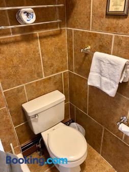 Tyrolean Lodge - Aspen - Bathroom