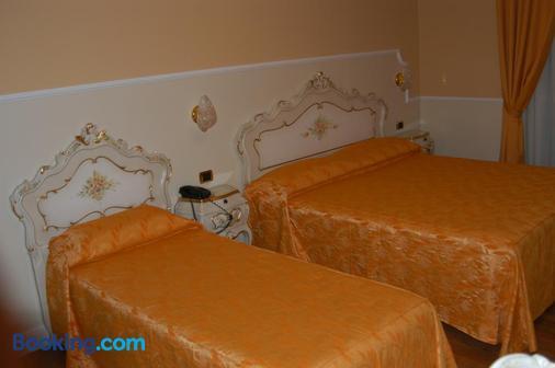 Hotel Confine - Lazise - Phòng ngủ