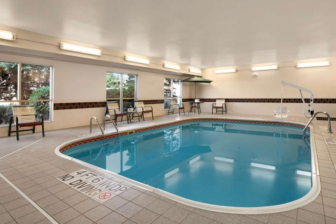 Country Inn & Suites by Radisson, Toledo, OH - Maumee - Uima-allas