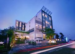 Aston Jember Hotel & Conference Center - Jember - Toà nhà