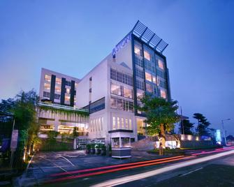 Aston Jember Hotel & Conference Center - Jember - Gebäude