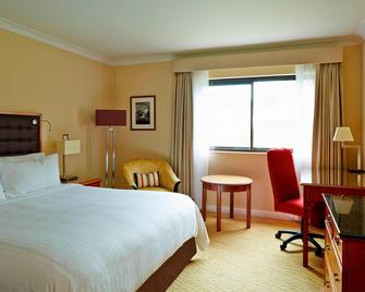 Swansea Marriott Hotel - Swansea - Bedroom