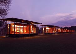 Wildman Wilderness Lodge - Point Stuart - Building