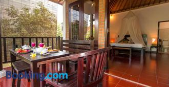 Tropical Bali Hotel - Denpasar - Bedroom