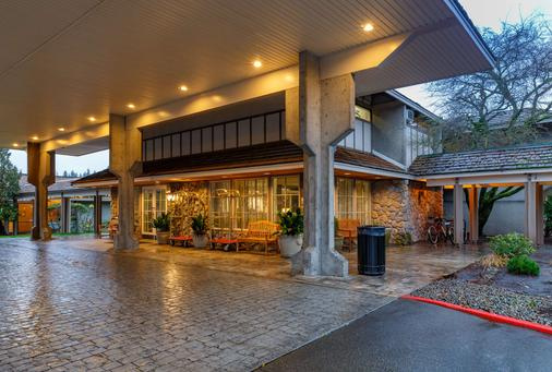 โรงแรมเรดไลอ้อน เบลล์วิว - เบลล์วิว - อาคาร