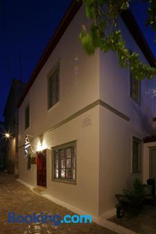 Mastoris Mansion - Hydra - Building