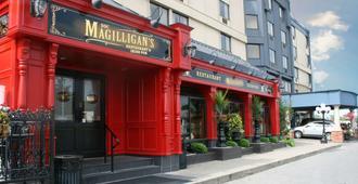 Best Western Plus Cairn Croft Hotel - Niagara Falls - Building