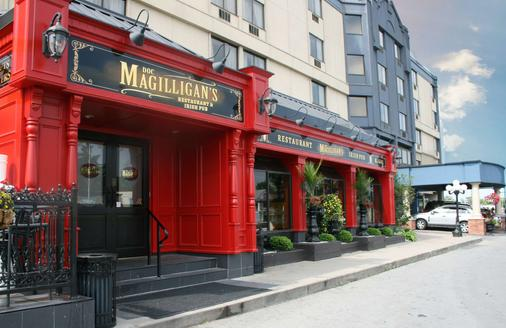 Best Western Plus Cairn Croft Hotel - Niagara Falls - Toà nhà