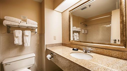Best Western Plus Cairn Croft Hotel - Niagara Falls - Phòng tắm