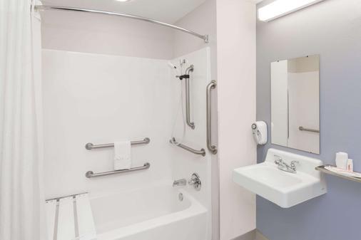埃爾德哈特溫德姆米克羅套房酒店 - 艾克哈 - 埃爾克哈特 - 浴室