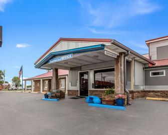 Rodeway Inn - Cadiz - Building
