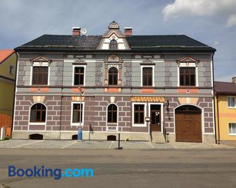 Restaurace U Kostela - Oberleutensdorf - Gebäude