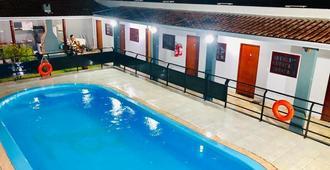 木瓜套房旅館 - 博尼圖 - 游泳池