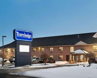 Travelodge by Wyndham Windsor - Уіндзор - Building