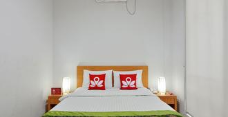 Zen Rooms Basic Kelapa Dua Kebon Jeruk - Jakarta - Bedroom