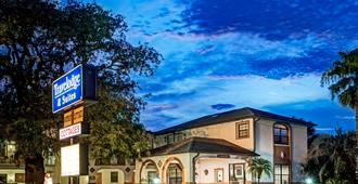 Travelodge by Wyndham Suites St Augustine - St. Augustine - Bygning