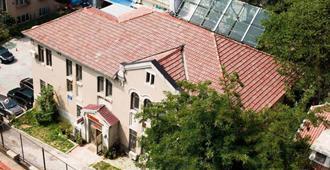 Joy Plus International Youth Hostel - Dalian - Building