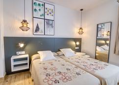 Hostal La Isla - Mahon - Camera da letto