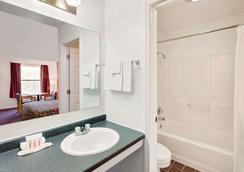 Knights Inn Muskogee - Muskogee - Bathroom