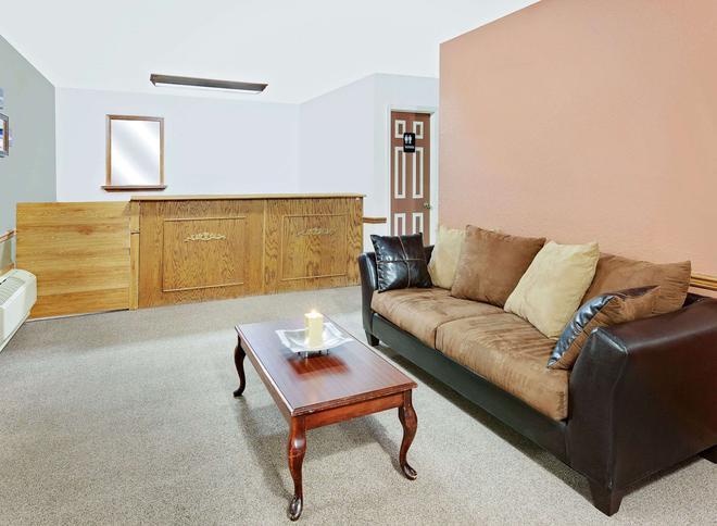 Knights Inn Muskogee - Muskogee - Living room