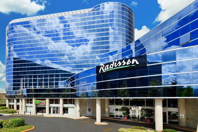 Radisson Hotel Vancouver Airport - Richmond - Building