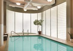 Radisson Hotel Vancouver Airport - Richmond - Pool