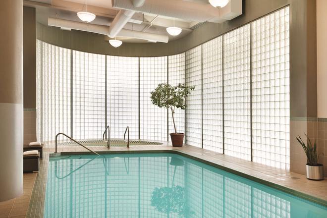 Radisson Hotel Vancouver Airport - Richmond - Bể bơi