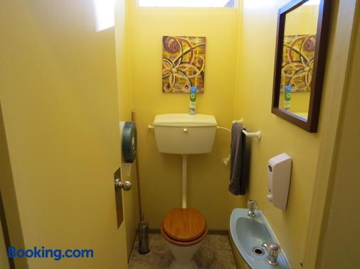Hanmer Backpackers - Hanmer Springs - Bathroom