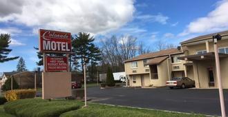 Colonade Motel - East Windsor - Building