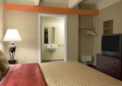 Days Inn by Wyndham Denver Downtown - Denver - Bedroom