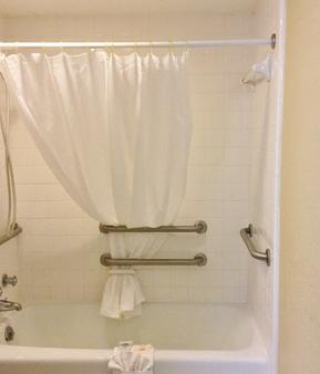 Americas Best Value Inn & Suites Conway - Conway - Bathroom