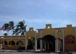 Talk of the Town Hotel & Beach Club - Oranjestad - Building
