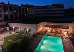 Best Western Le Galice Aix Centre-Ville - Αιξ-αν-Προβάνς - Πισίνα