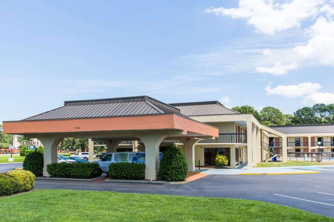 Days Inn by Wyndham Norfolk Airport - Norfolk - Building