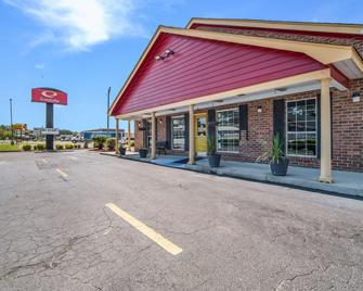 Econo Lodge - Santee - Building