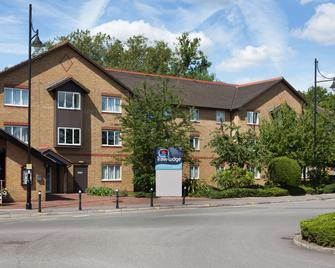 Travelodge Staines - Staines-upon-Thames - Building