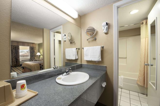 密西西比默里迪恩速 8 酒店 - 美里迪安 - 子午線城 - 浴室