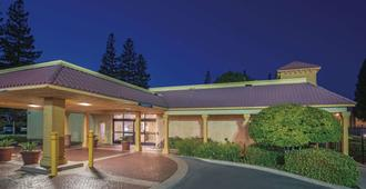 La Quinta Inn by Wyndham Sacramento Downtown - Sacramento - Building
