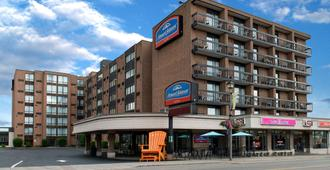 Howard Johnson Plaza by Wyndham by the Falls / Niagara Falls - Niagara Falls - Outdoor view