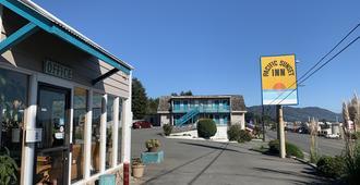 Pacific Sunset Inn - Брукингс - Здание