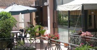 Hotel Athena - Spoleto - Innenhof