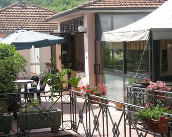Hotel Athena - Spoleto - Patio