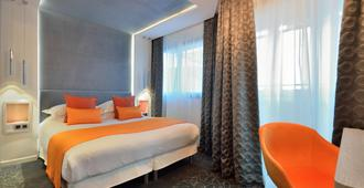 Hotel Cezanne - Cannes - Bedroom