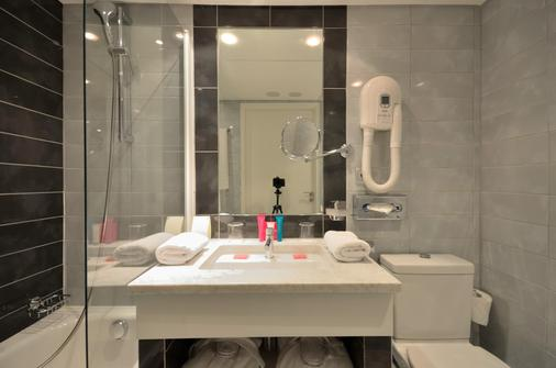 Hotel Cezanne - Cannes - Bathroom