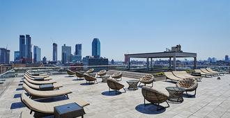 Ravel Hotel, Trademark Collection by Wyndham - Queens - Pool